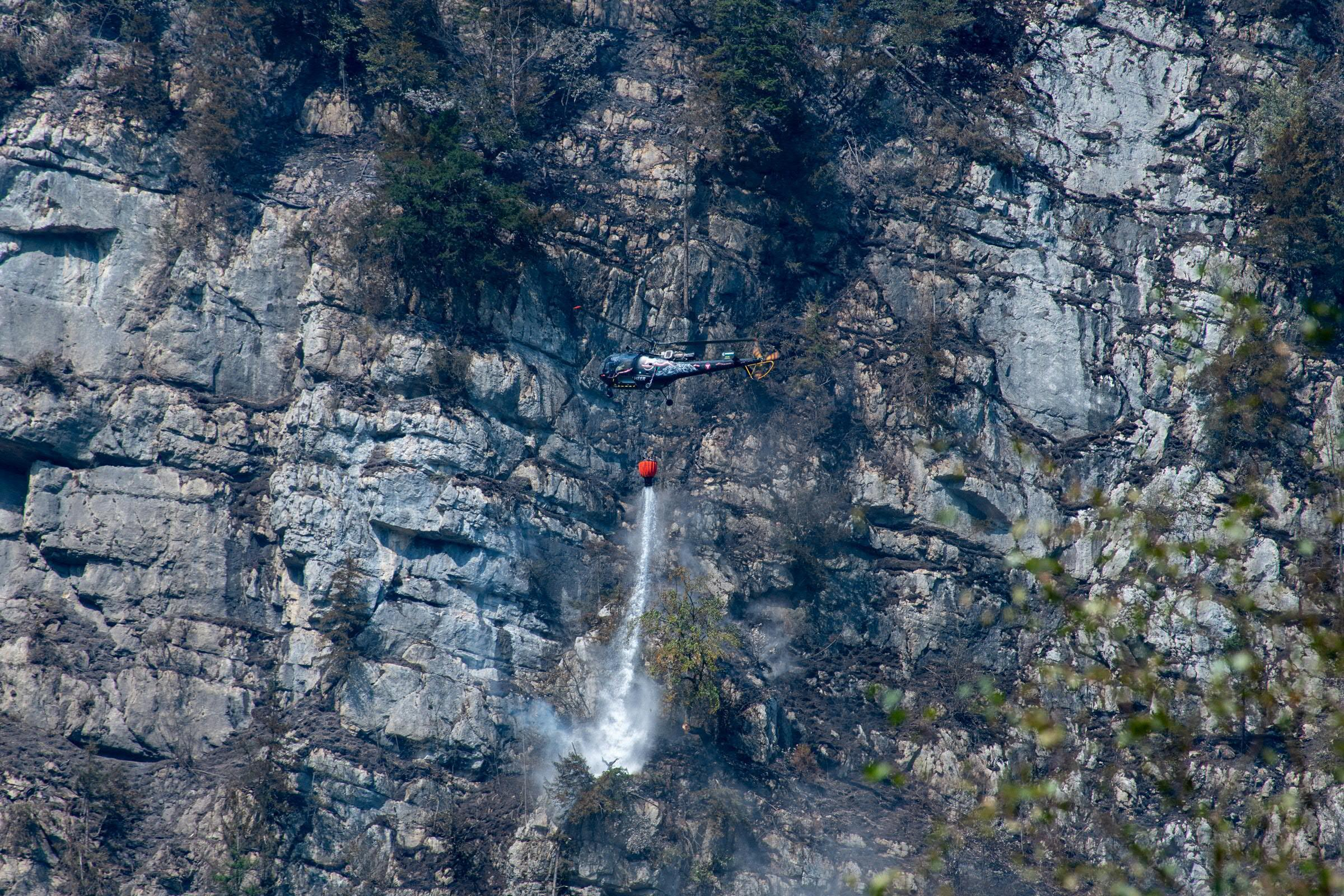 Klettersteigset Hydra : Großbrand bei klettersteig echernwand